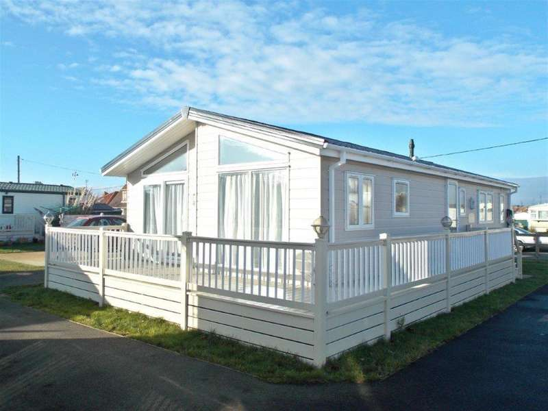 2 Bedrooms Detached House for sale in Carr Road, Felixstowe, IP11 2TS