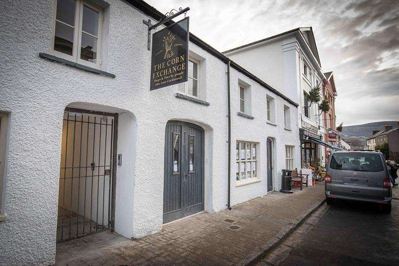 1 Bedroom Flat for rent in 54 High Street, Crickhowell, Powys.