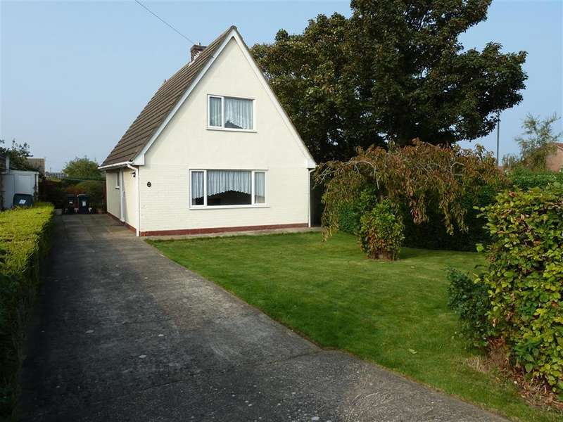 3 Bedrooms Detached House for sale in Golf Road, Mablethorpe,