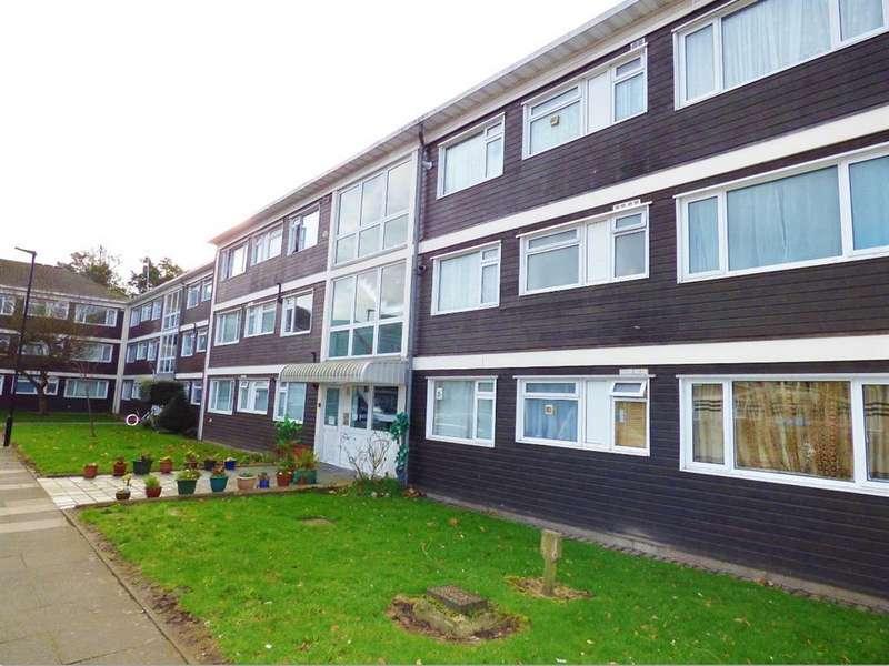 3 Bedrooms Flat for sale in Brent Lea, Brentford, TW8