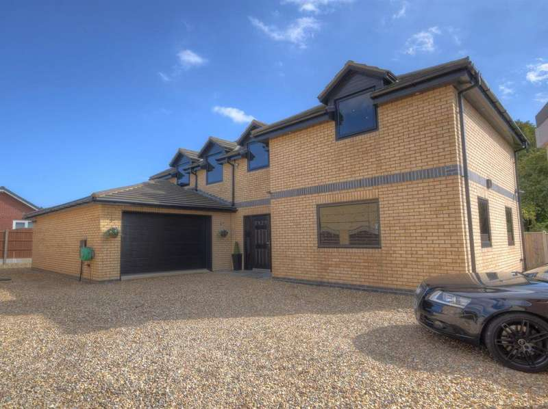 4 Bedrooms Detached House for sale in Carroway Close, Bridlington, YO16 6YW