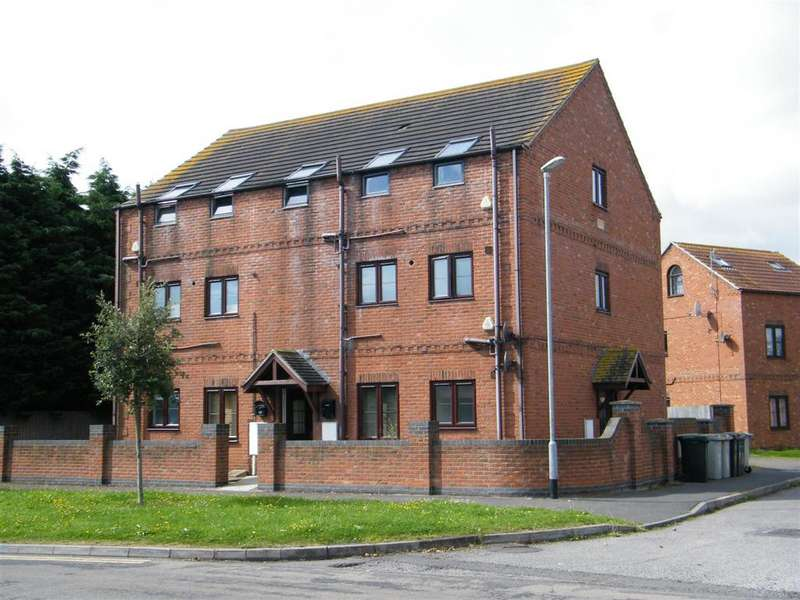 1 Bedroom Ground Flat for sale in Keaton Close, Skegness, Lincs, PE25 2LL