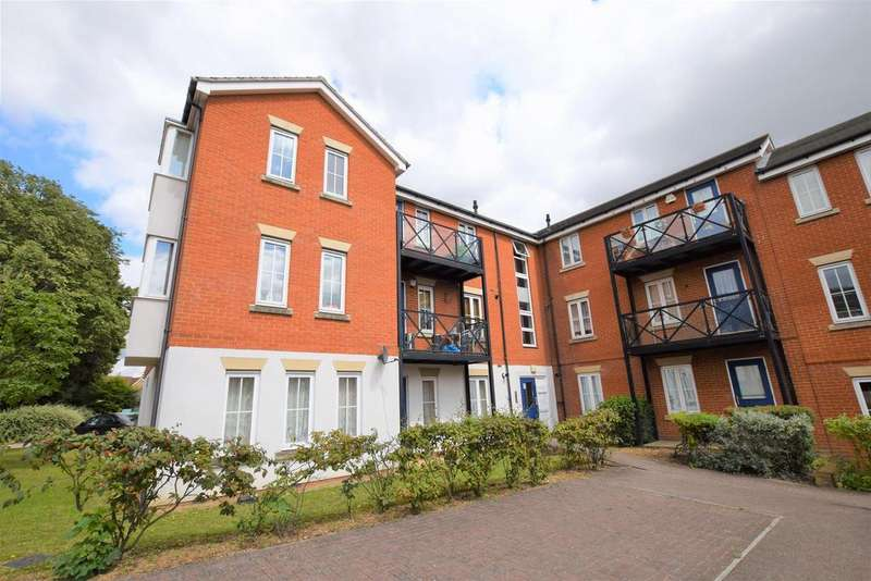 2 Bedrooms Flat for sale in Hevingham Drive, Chadwell Heath, RM6