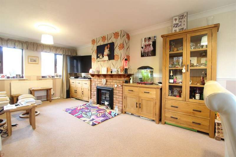 3 Bedrooms Semi Detached House for sale in St. Marys Bay, Kent, TN29 0XH