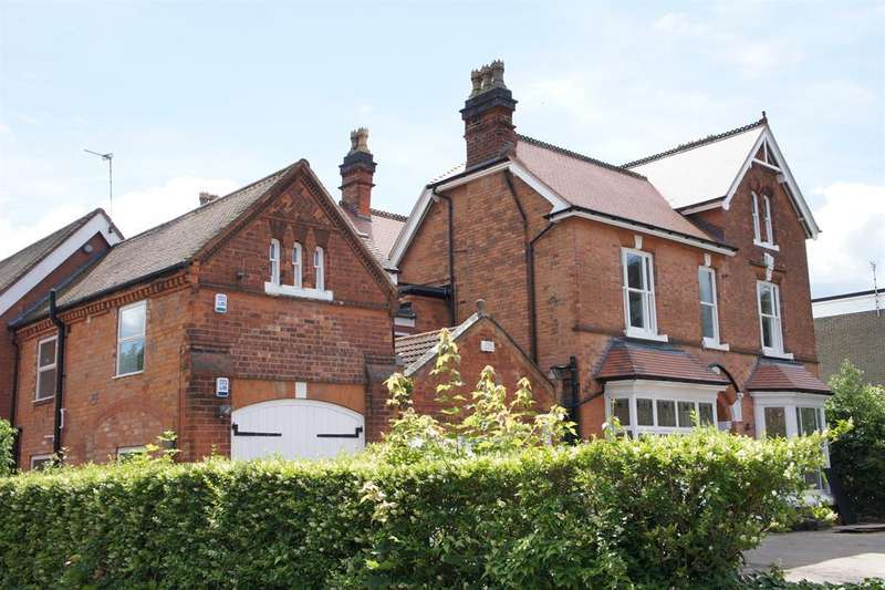 2 Bedrooms Apartment Flat for sale in Kineton Lodge, St Bernards Road, Solihull, B92 7BA