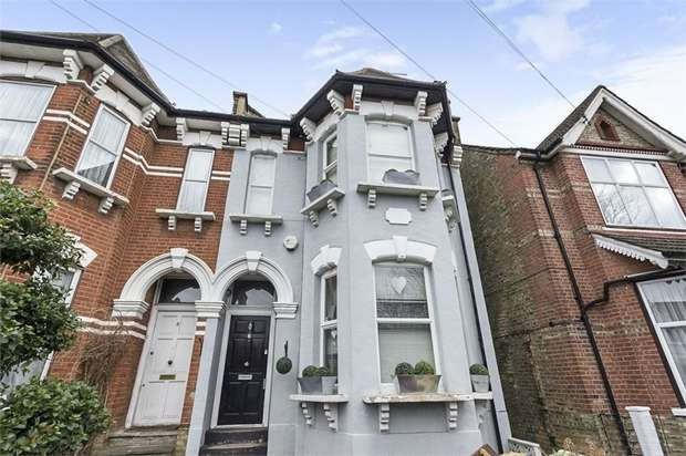 5 Bedrooms Semi Detached House for sale in Ramsden Road, London