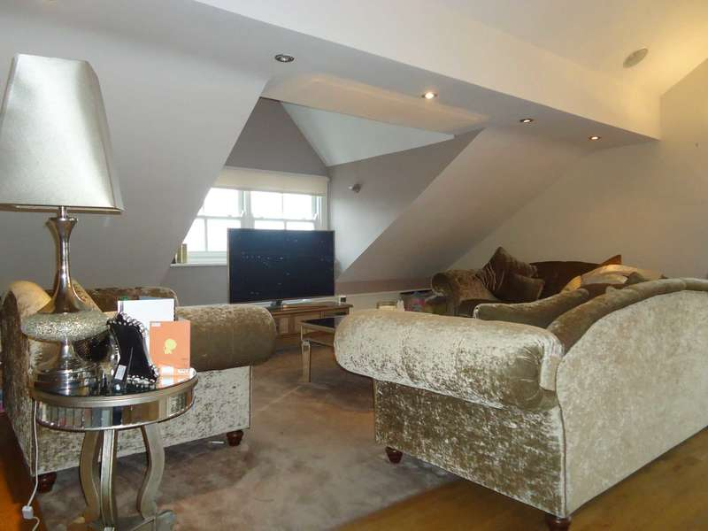 2 Bedrooms Apartment Flat for sale in Lyndhurst Road, Mossley Hill