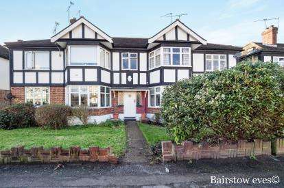 2 Bedrooms Maisonette Flat for sale in South Woodford, London