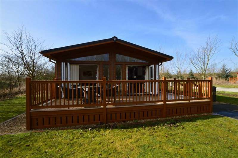 3 Bedrooms Park Home Mobile Home for sale in Lake Superior, The Lakes At Far Grange, Skipsea, East Yorkshire