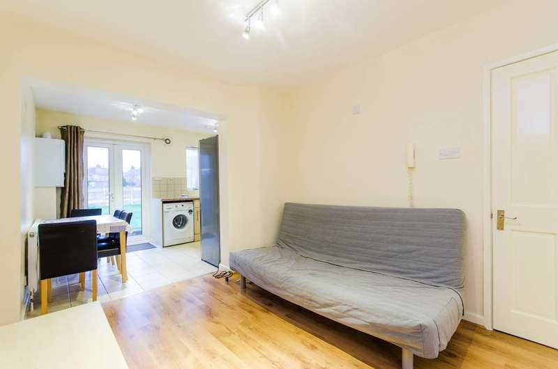 3 Bedrooms Maisonette Flat for rent in Weald Lane, Harrow Weald, HA3