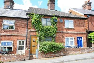2 Bedrooms Cottage House for rent in Critchmere Hill, Haslemere, GU27 1LS