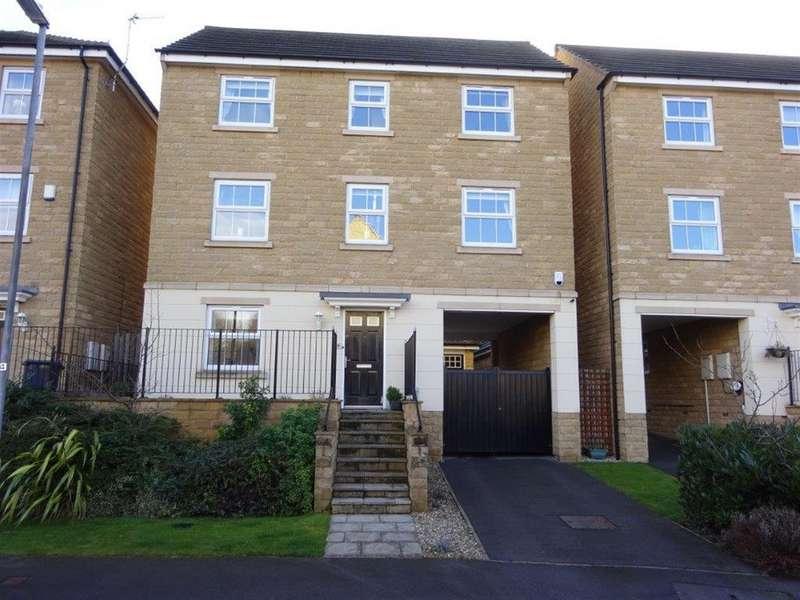 4 Bedrooms Detached House for sale in Jilling Gardens, Dewsbury, WF12 8DF