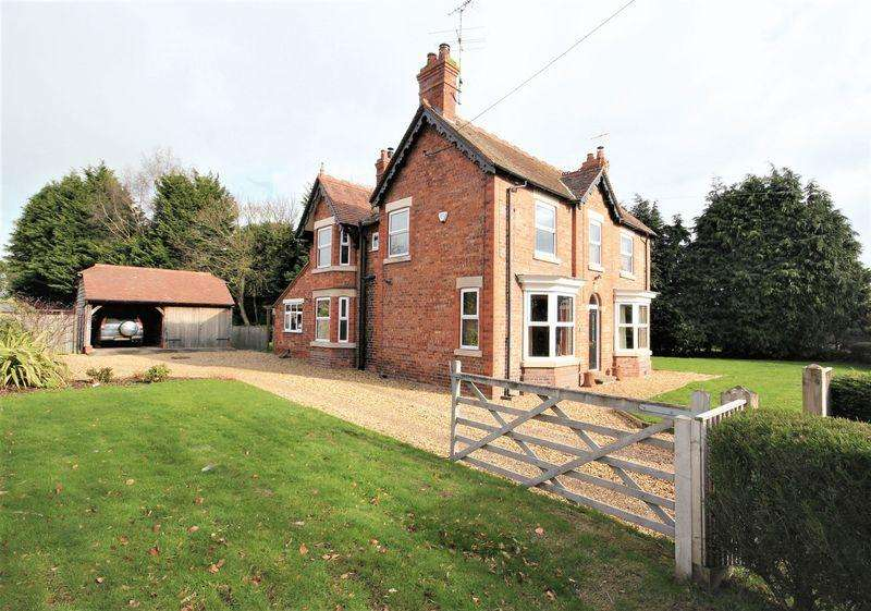 4 Bedrooms Detached House for sale in Sandy Lane, Aston