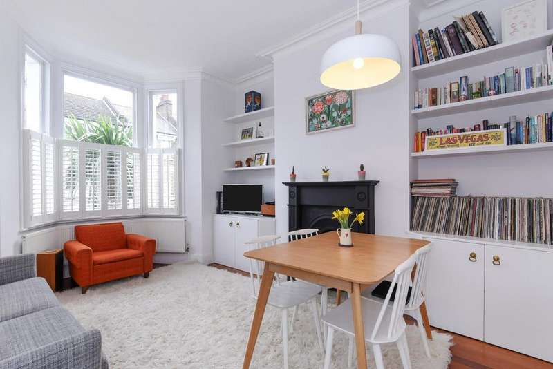 2 Bedrooms Flat for sale in Ringcroft Street, Holloway