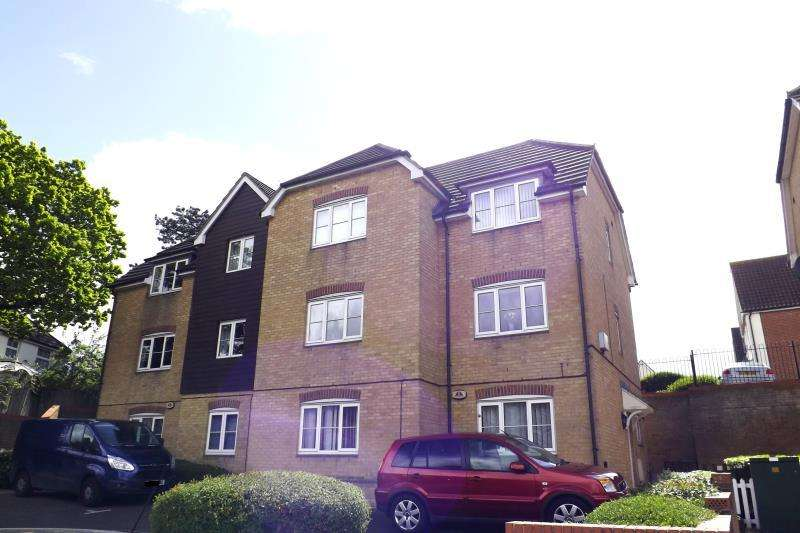 2 Bedrooms Apartment Flat for rent in Basildon Road, Basildon, SS15 5SF