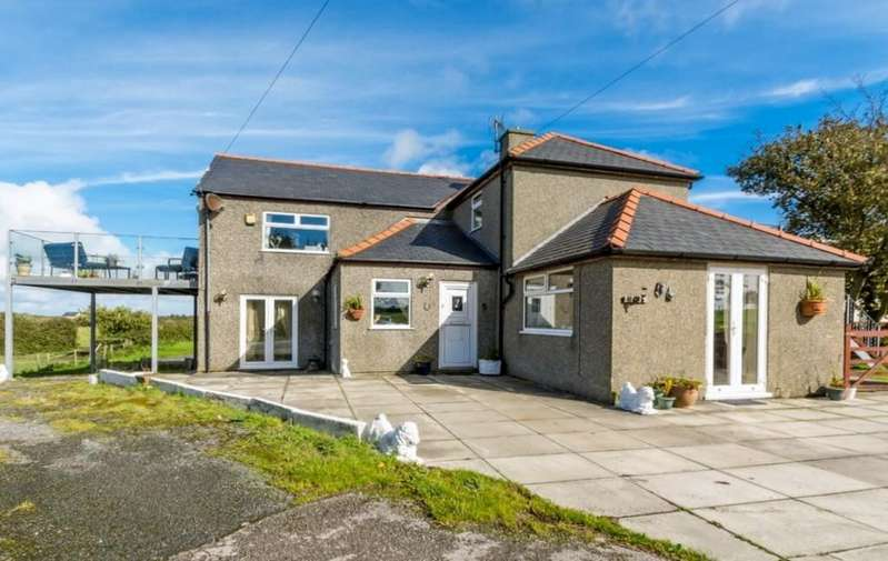 4 Bedrooms Detached House for sale in Valley, North Wales