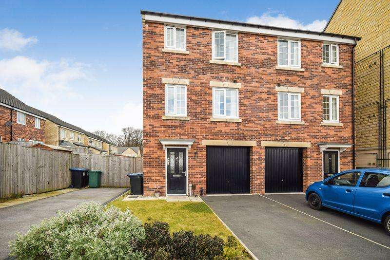 4 Bedrooms Semi Detached House for sale in Redbrook Way, Heaton.