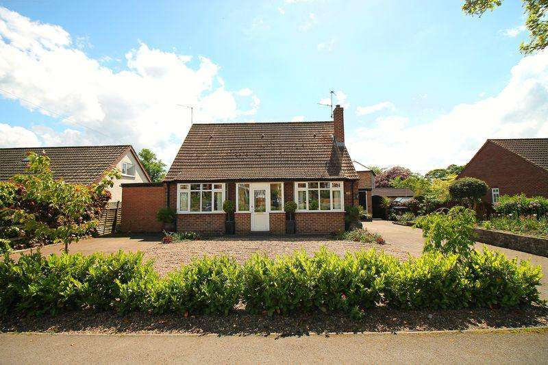 4 Bedrooms Detached Bungalow for sale in Mallorie Park Drive, Ripon
