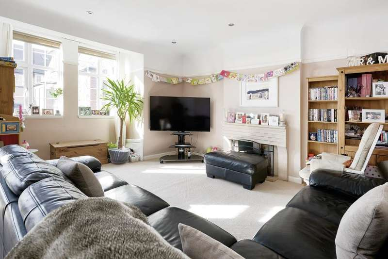 3 Bedrooms Apartment Flat for sale in Beeches Road, SW17
