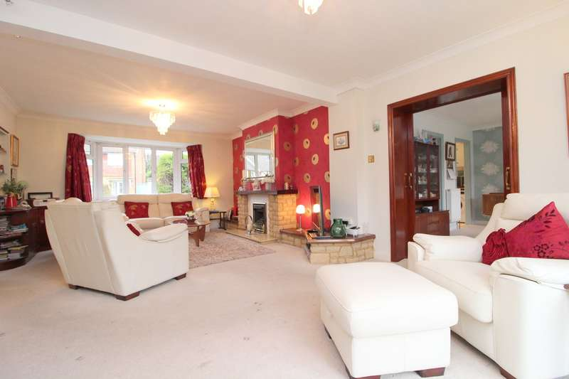 3 Bedrooms Detached Bungalow for sale in Limewood Close, Woking, GU21