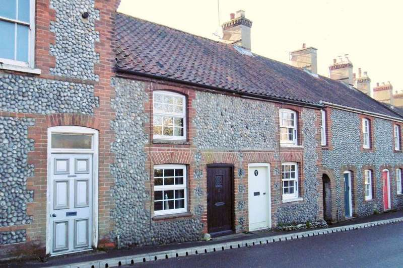 2 Bedrooms Terraced House for sale in West Runton