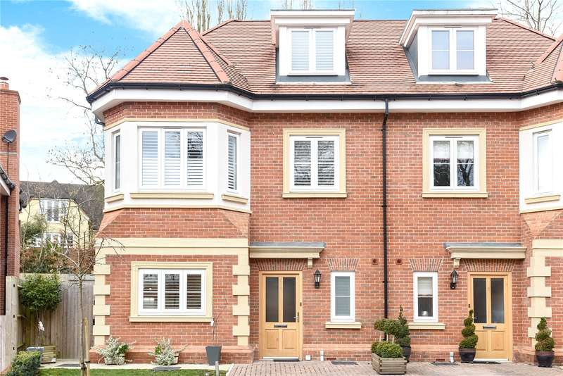 5 Bedrooms Semi Detached House for sale in Westminster Close, Northwood, Middlesex, HA6