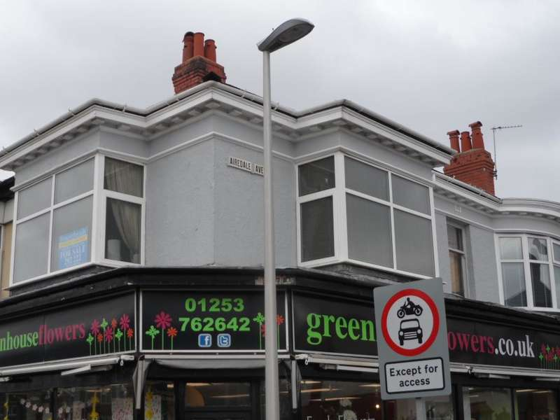 2 Bedrooms Flat for sale in Airedale Avenue, Blackpool, FY3 9LH