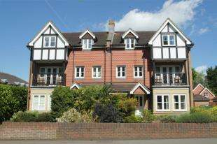 2 Bedrooms Flat for sale in Kings Place, Kings Road, Horsham, West Sussex