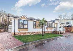 2 Bedrooms Bungalow for sale in Franklins Avenue, Pilgrims Retreat, Harrietsham, Maidstone