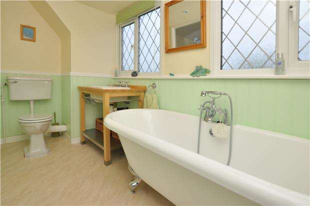 3 Bedrooms Detached House for sale in Glentrammon Road, ORPINGTON, Kent, BR6 6DE