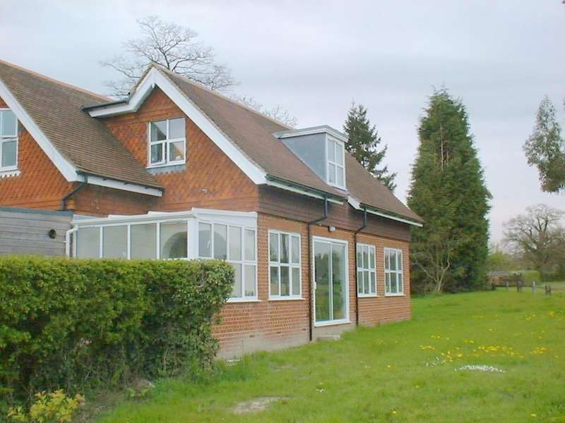 4 Bedrooms Detached House for rent in Smallfield, Horley