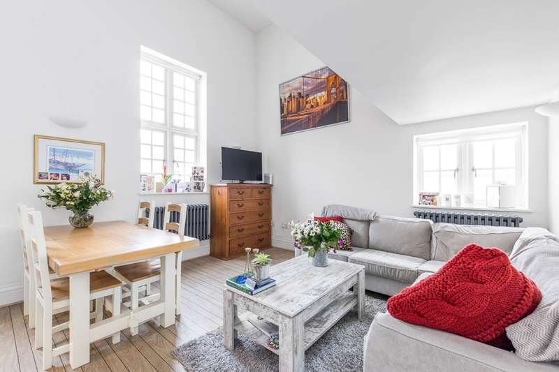 2 Bedrooms Flat for sale in Kingsway Square, Battersea Park, SW11