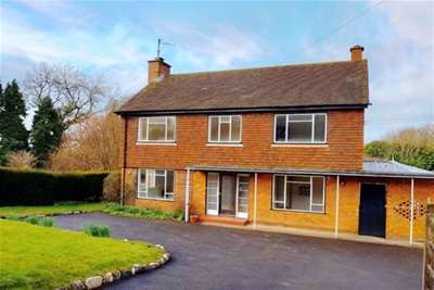 4 Bedrooms House for rent in Faygate, Horsham