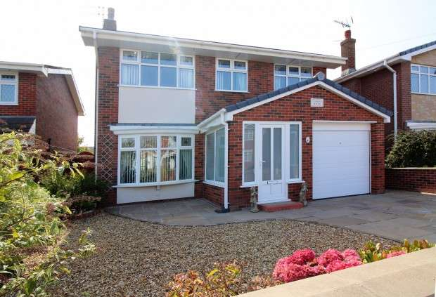 4 Bedrooms Detached House for sale in South Strand, Fleetwood, FY7