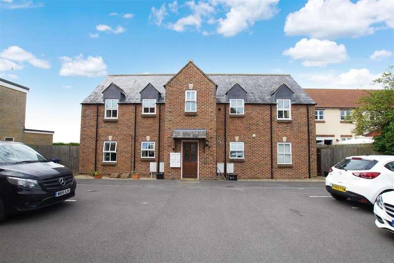 2 Bedrooms Flat for rent in Buthay Court, Royal Wootton Bassett