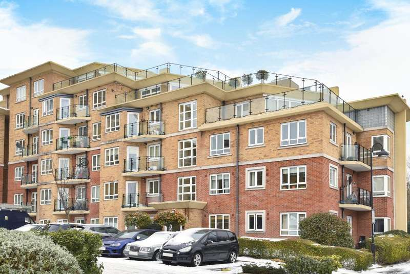 2 Bedrooms Flat for sale in Glebelands Close, North Finchley, N12