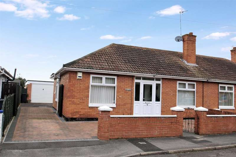 2 Bedrooms Semi Detached Bungalow for sale in Greenway Crescent, Taunton