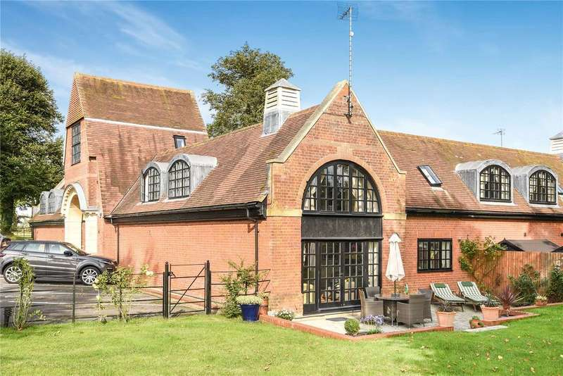 3 Bedrooms Barn Conversion Character Property for sale in The Courtyard, Liscombe Park, Soulbury, Leighton Buzzard, LU7