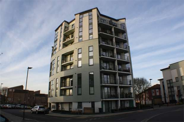 2 Bedrooms Flat for sale in Acklington Drive, London