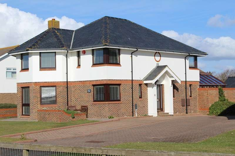 4 Bedrooms Detached House for sale in Hurdles Mead, Milford On Sea, Lymington