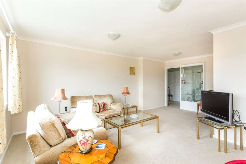 2 Bedrooms Flat for sale in Hillboro Court, Buckingham Road, London