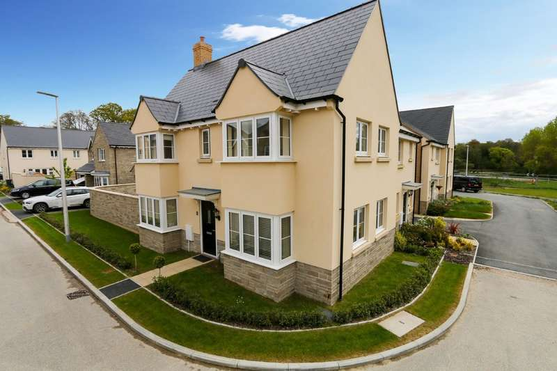 3 Bedrooms Semi Detached House for sale in Larkin Close, Bovey Tracey
