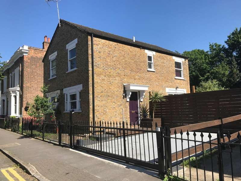 2 Bedrooms House for sale in Lichfield Road, Bow, E3