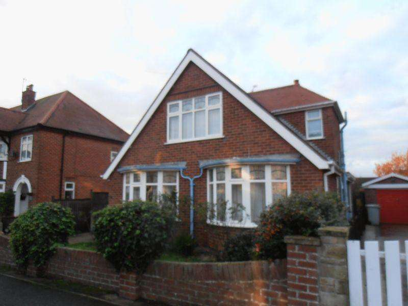 3 Bedrooms Detached House for rent in Firbeck Avenue, Skegness