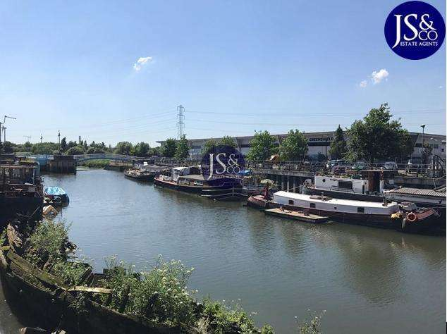 1 Bedroom Flat for sale in Abbey Road, Barking, Essex, IG11 7BT