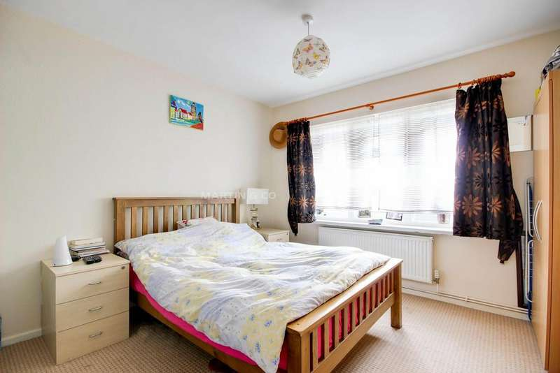 1 Bedroom Flat for sale in Wadham Avenue, Walthamstow