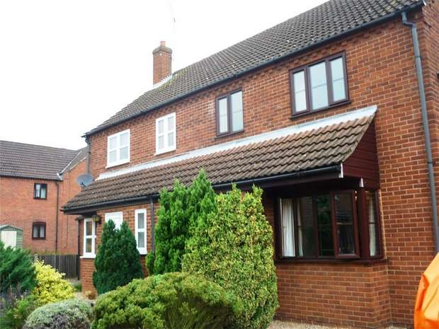 3 Bedrooms Semi Detached House for rent in 5 Olivia Close,, Fakenham