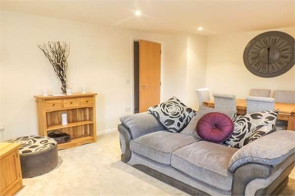 2 Bedrooms Flat for sale in Sandbach Drive, Northwich, Cheshire