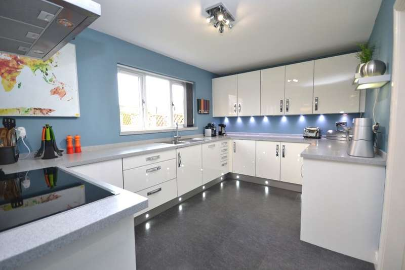 5 Bedrooms Detached House for sale in Punton Walk, Snaith, Goole, DN14