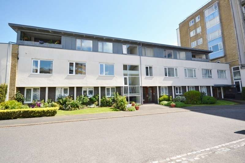 3 Bedrooms Flat for sale in Park Gates, Chiswick Place, Eastbourne, BN21